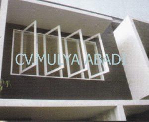 Gambar Model/Desain Kusen Pintu Jendela Minimalis 1 salah satu contoh bentuk kusen pintu jendela minimalis. Dengan adanya contoh Gambar Model/Desain Kusen Pintu Jendela Minimalis 1 ini, semoga dapat menjadi inspirasi Anda yang sedang merencanakan pembuatan kusen minimalis, daun pintu minimalis dan daun jendela minimalis untuk rumah idaman Anda. Untuk spesifikasi bahan baku kayu yang digunakan sangat bervariasi, tergantung dari selera dan anggaran biaya yang tersedia. Sebagai acuan dalam merencanakan anggaran biaya untuk pembuatan kusen minimalis, daun pintu minimalis dan daun jendela minimalis berdasarkan jenis kayu dan ukuran balok kusen yang digunakan, daftar harga kusen, daun pintu dan daun jendela dapat dilihat atau hubungi kontak kam