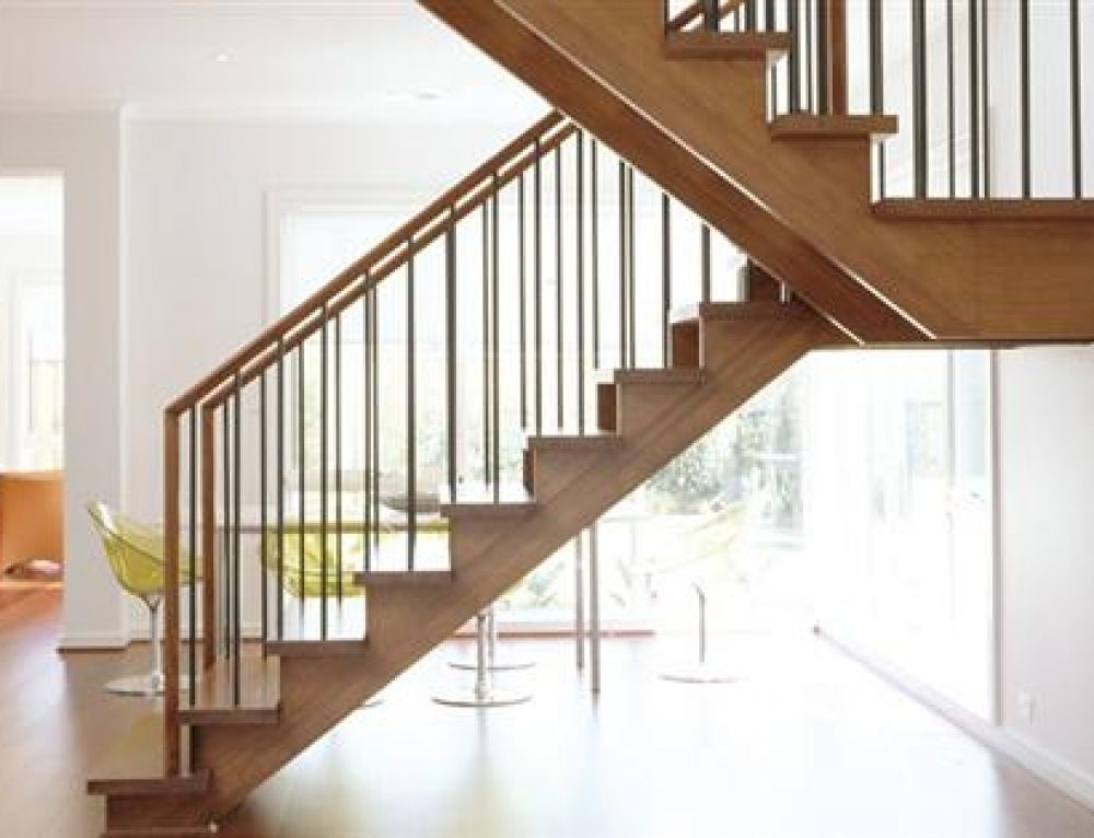 Handrail tangga kayu