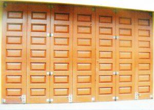 Model Pintu Garasi Kayu