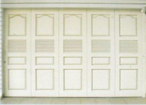 Pintu garasi kayu kp324