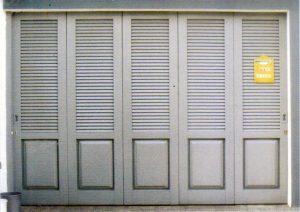 contoh pintu garasi mobil